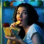 خوردن خوراکی قبل از خواب چه ضرر و زیانهایی به بدن میرساند؟